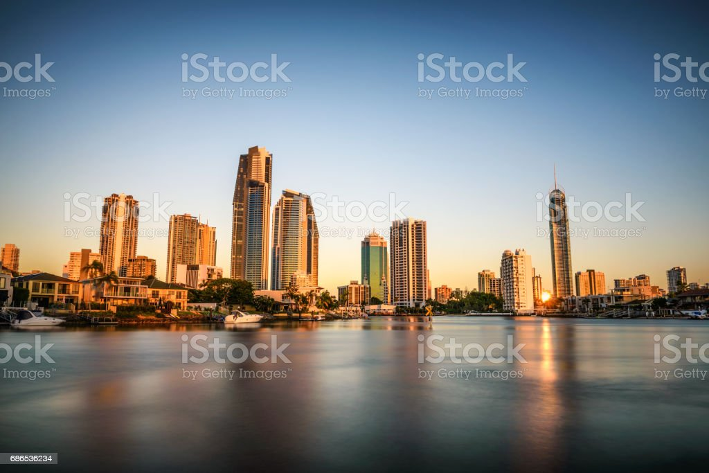 Sunset skyline of Gold Coast downtown in Queensland, Australia foto stock royalty-free