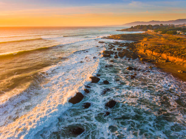 Sonnenuntergang entlang der kalifornischen Zentralküste – Foto