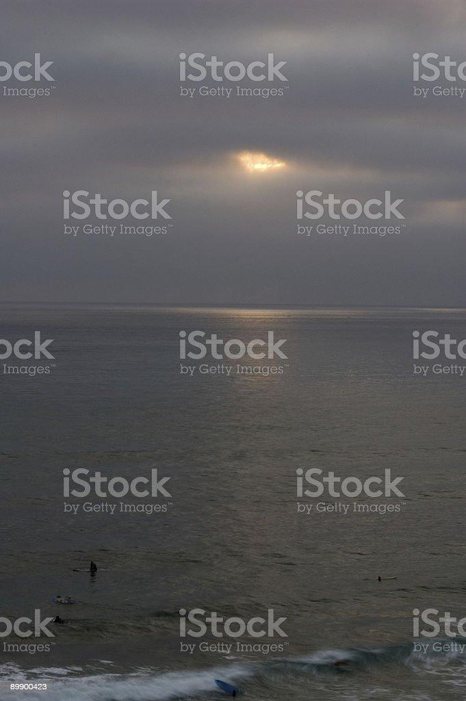 Atardecer Surfers foto de stock libre de derechos