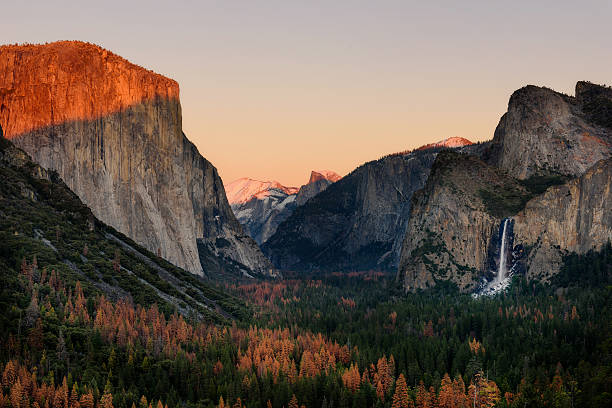 Sunset Tunnel view Yosemite Park, California Tunnel View at sunset and dusk in Yosemite National Park, California, United States of America. El Capitan and Half Dome. el capitan yosemite national park stock pictures, royalty-free photos & images