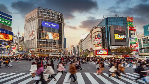 Sonnenuntergang Dämmerung über Tokyo Shibuya Crossing Japan – Foto