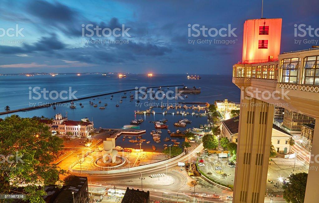 Vista do pôr do sol da cidade de Salvador, na Bahia, Brasil - foto de acervo