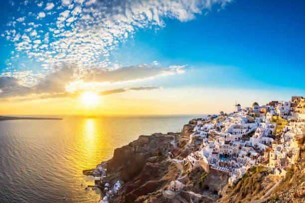 Blick auf den Sonnenuntergang der Insel Santorini, Oia - Griechenland – Foto