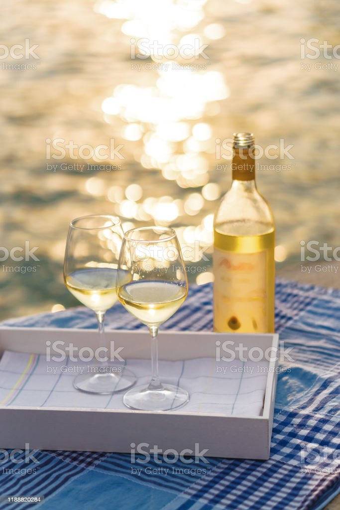 Bays and Bubbly wine glass Horse Wine Glass