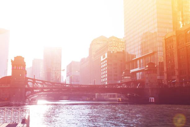 Sonnenuntergang über den Fluss Chicago und die Innenstadt – Foto