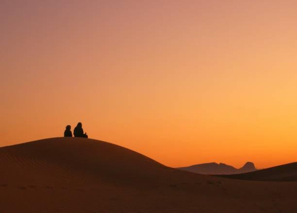 Blick auf den Sonnenuntergang in der Wüste – Foto