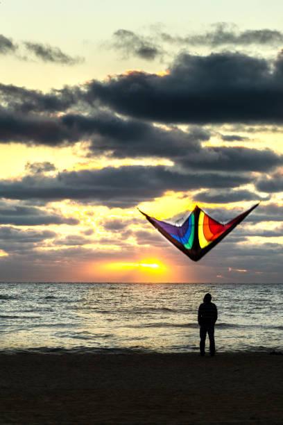 Sonnenuntergang mit einem Drachen – Foto