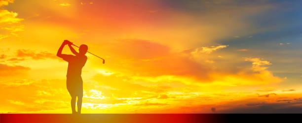 Sonnenuntergang mit Golf-Spieler. – Foto