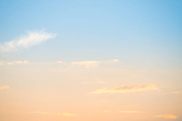 Sonnenuntergang mit Wolken und Sonne – Foto