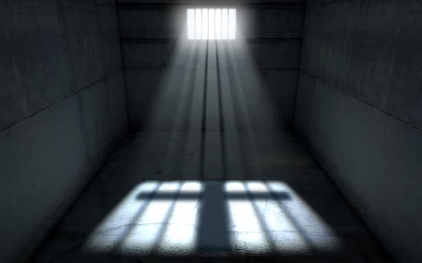 Sol brillante en celda de cárcel ventana - foto de stock