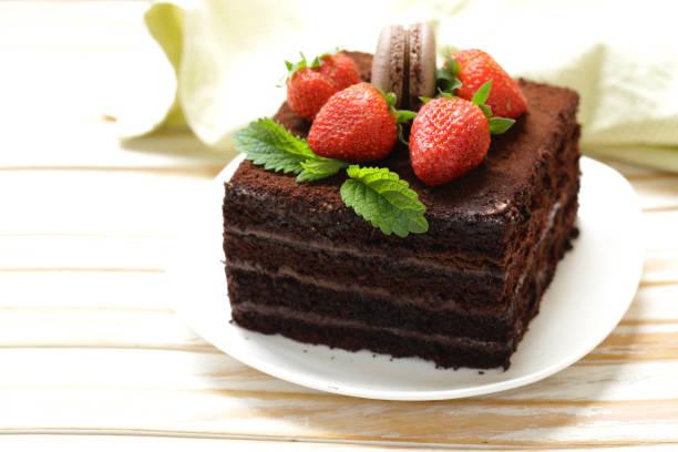 super schokolade trüffel torte - schokoladen biskuitkuchen stock-fotos und bilder