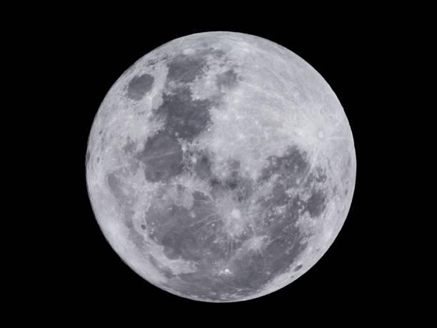 Super full moon on black background – Foto