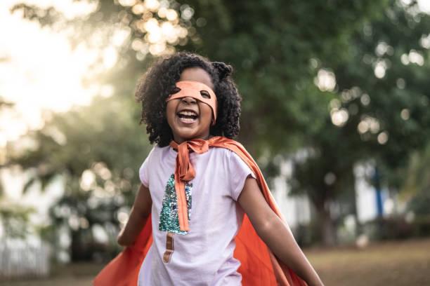 super hero söta lilla flicka - superwoman barn bildbanksfoton och bilder