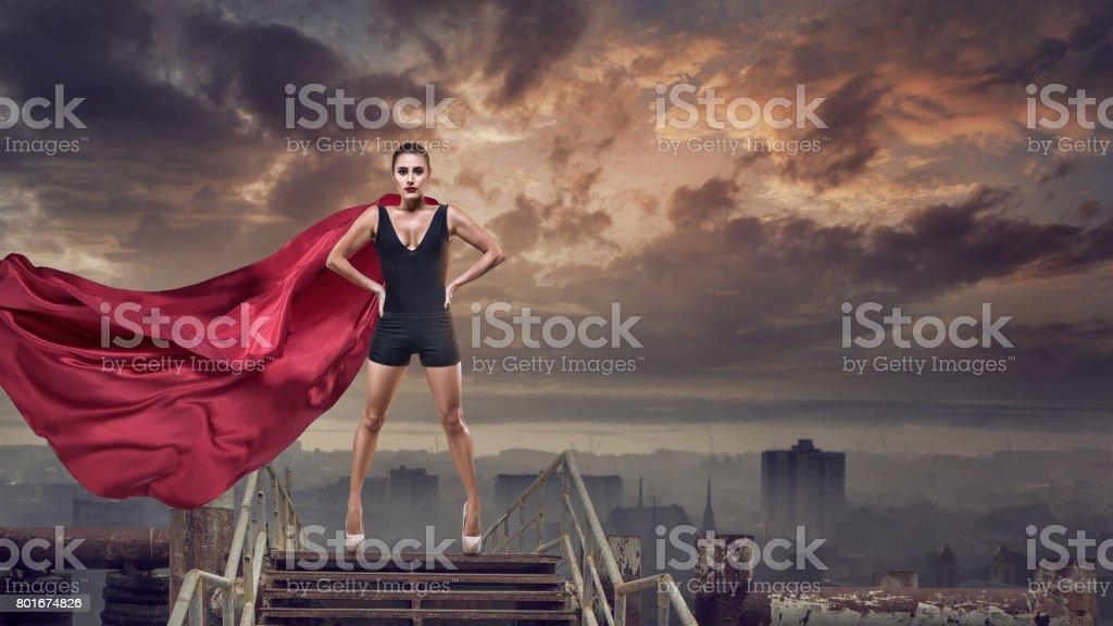 Super mujer con capa roja - foto de stock