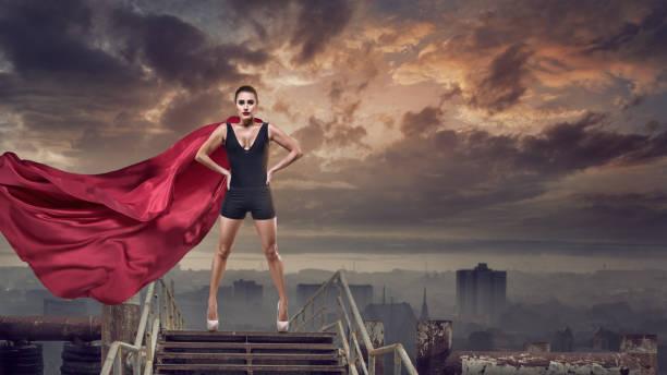 super mulher com capa vermelha - capuz - fotografias e filmes do acervo