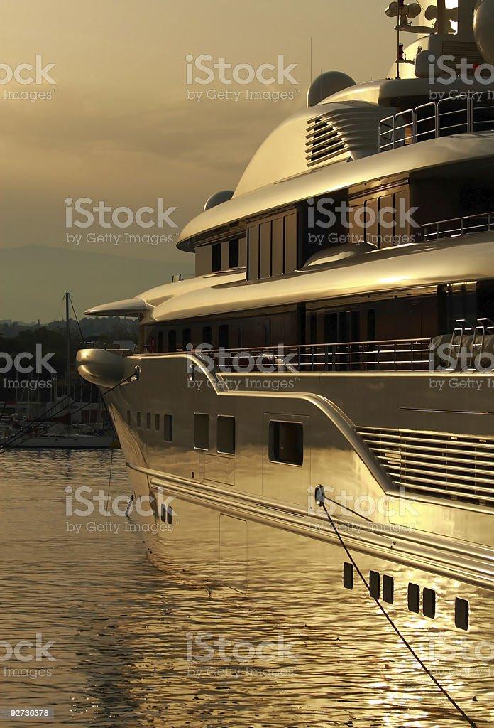 Super yacht im Hafen bei Sonnenuntergang Lizenzfreies stock-foto