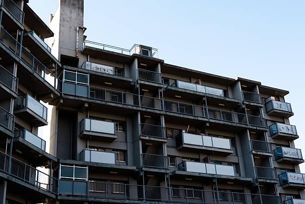 мере жилья сложных - город призрак стоковые фото и изображения