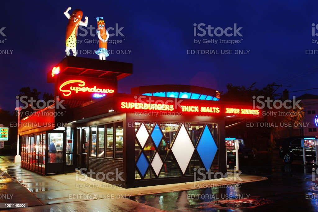 Superdawg Diner, Chicago Chicago, IL, USA May 31, 2012 The lights of Superdawg, a hot dog diner in  Chicago, Illinois, are reflected in the rainy streets American Culture Stock Photo