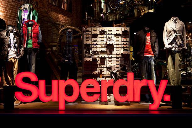 Superdry Kleidung store shop Fenster, Schild und logo – Foto