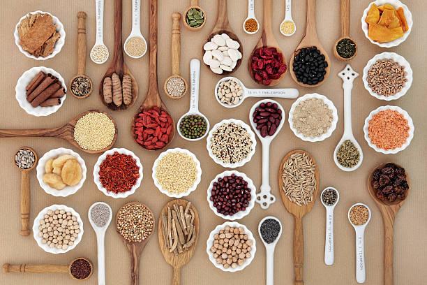 superfood-für gute gesundheit - quinoa superfood stock-fotos und bilder