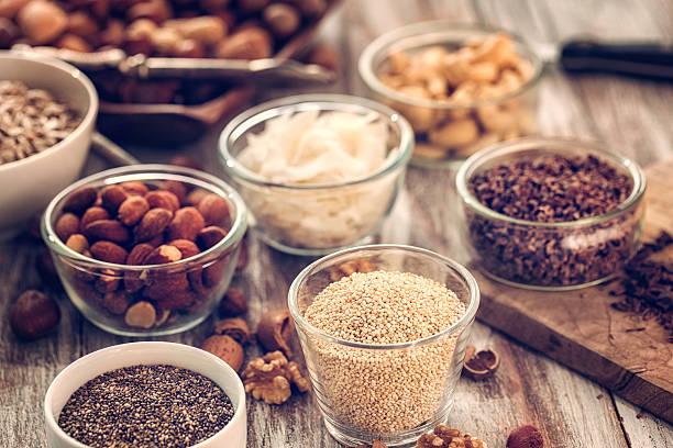 superfoods in bowls on wooden background - quinoa superfood stock-fotos und bilder