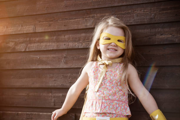 superhjälte flicka modiga bedårande koncept - superwoman barn bildbanksfoton och bilder