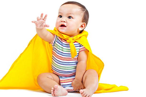 super-herói bebé em amarelo cabo - baby super hero imagens e fotografias de stock