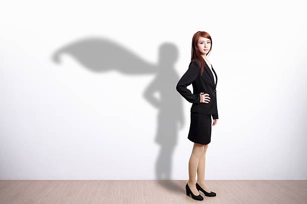 superheld geschäftsfrau - damen umhänge stock-fotos und bilder