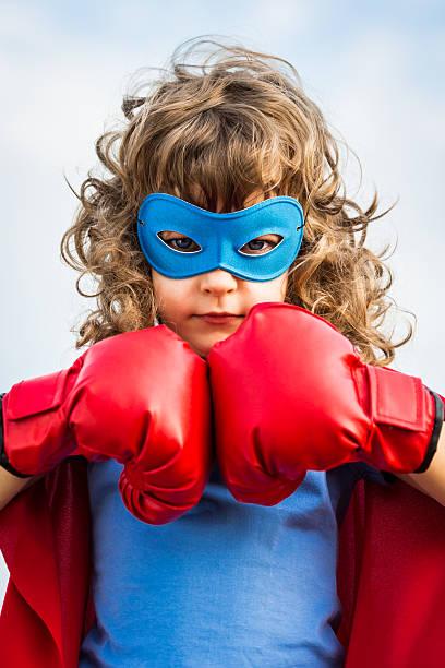 Garoto super-herói.  Garota conceito de energia - foto de acervo