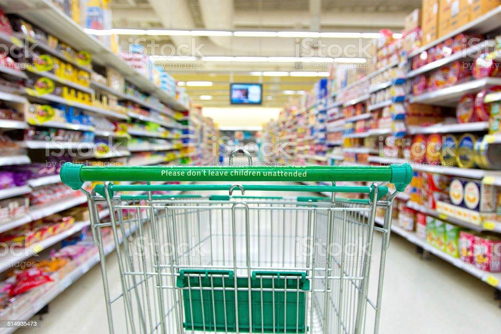 Supermarkt-Einkaufswagen – Foto