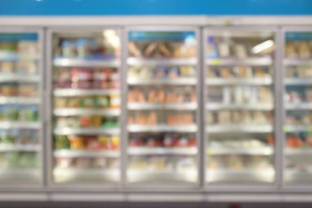 슈퍼마켓 상업 냉장고 냉장고 보여주는 냉동 식품 추상 배경 흐림 - 냉동식품 뉴스 사진 이미지