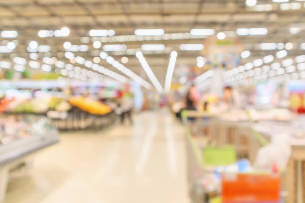 stormarknad interiör med livsmedelsbutiker produkt suddig oskärpa bakgrunden med bokeh ljus - dagligvaruhandel, hylla, bakgrund, blurred bildbanksfoton och bilder