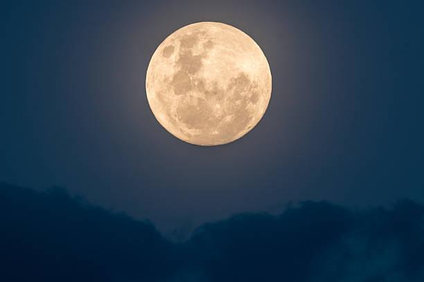 super lune montante - pleine lune photos et images de collection