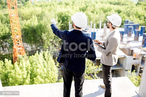 istock Supervising the process of house construction 970057744
