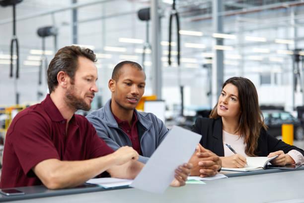 Aufseher und Ingenieure treffen sich im Amt – Foto
