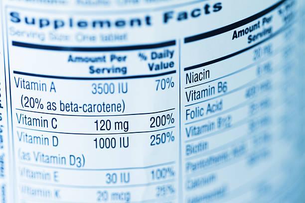 completar los datos una etiqueta en un recipiente de vitamina - vitamina a fotografías e imágenes de stock