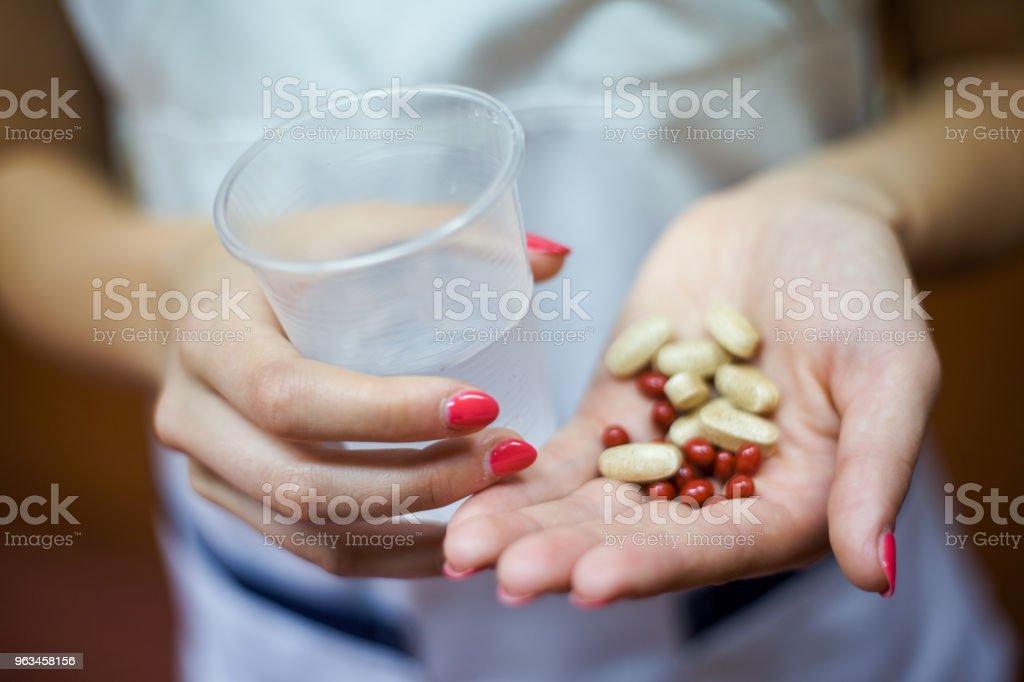 Solución perfecta de suplementos - Foto de stock de Adulto libre de derechos