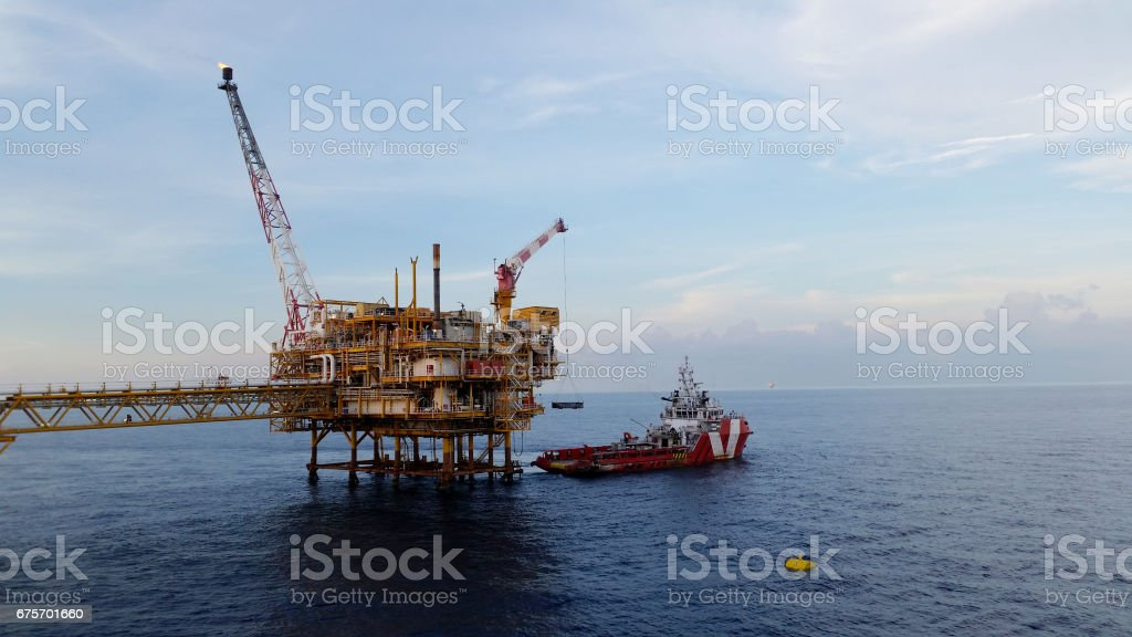 Supply boat transfer cargo to oil and gas industry and moving cargo from the boat to the platform 免版稅 stock photo