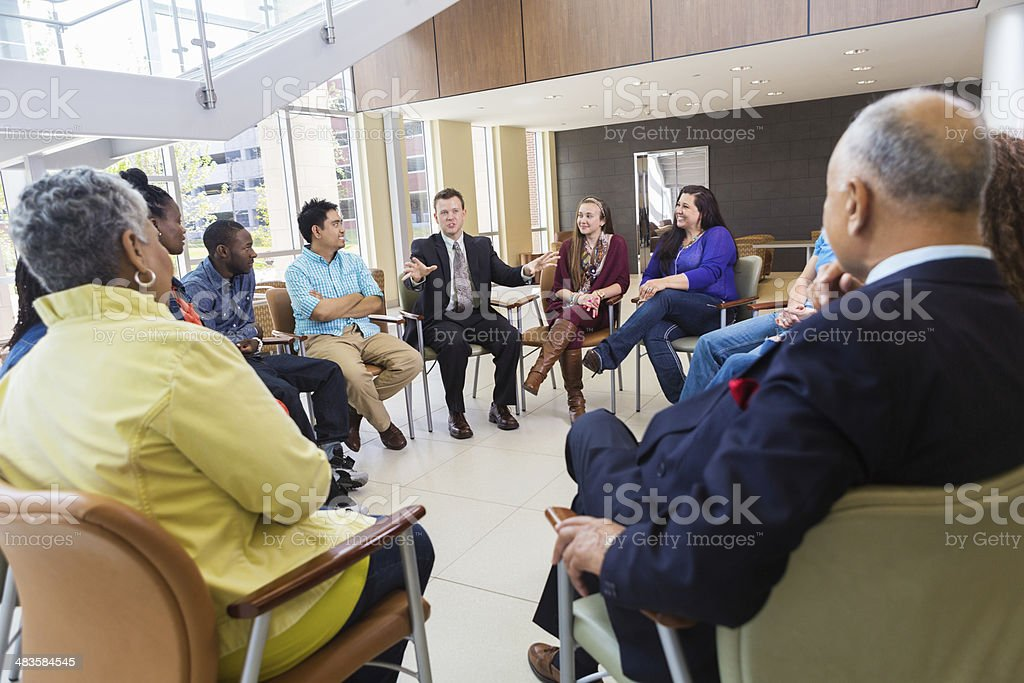 Support group meeting with diverse people - Royalty-free 30-39 jaar Stockfoto