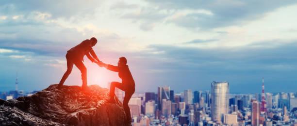 Unterstützung des Geschäftskonzepts. Gruppe von Geschäftsleuten. Teamarbeit. – Foto
