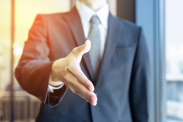 Unterstützung des Business-Konzept. Hände schütteln. – Foto