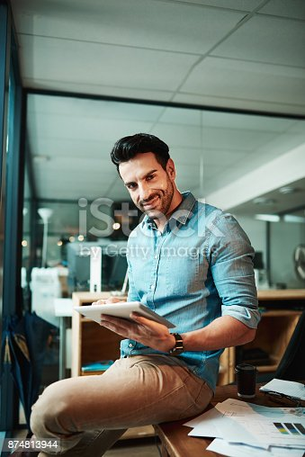 874813790 istock photo Supporting startup operations with smart tech 874813944