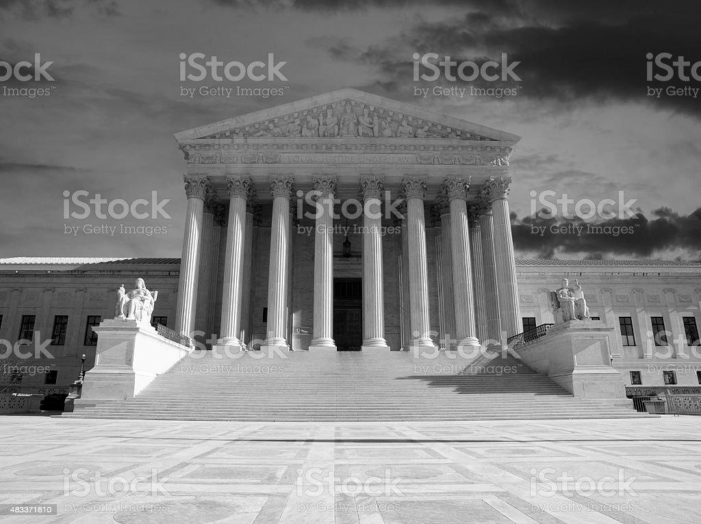 Budynek Sądu Najwyższego Stanów Zjednoczonych czarny i biały – zdjęcie