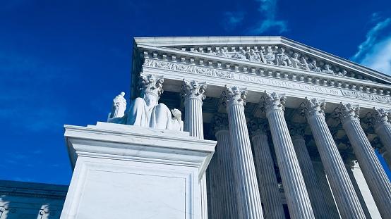 Edificio De La Corte De Suprema Del Estados Unidos El Día De Navidad Foto de stock y más banco de imágenes de Arquitectura
