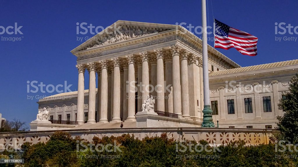 Supreme Court of the United States and American Flag in Washington, DC – zdjęcie