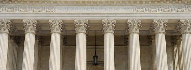 supreme court panoramic with text equal justice under law - abd yüksek mahkemesi binası stok fotoğraflar ve resimler