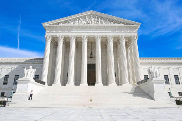 abd yüksek mahkemesi washington dc - abd yüksek mahkemesi binası stok fotoğraflar ve resimler