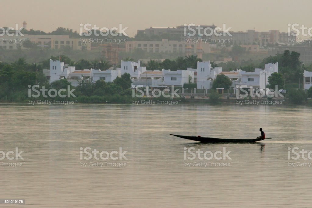 Sur le fleuve Niger stock photo
