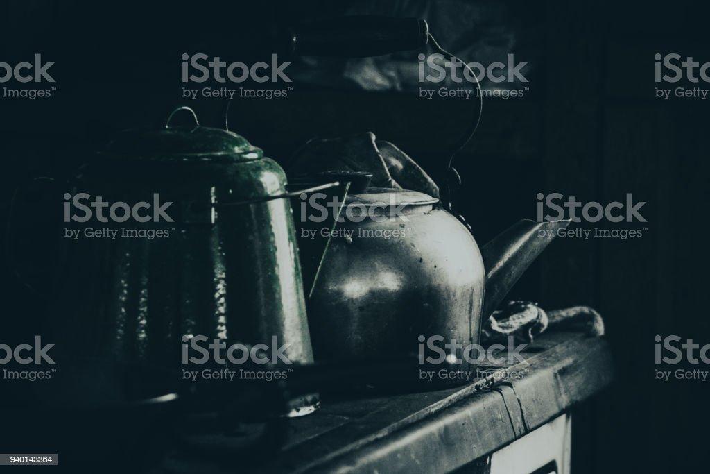 Sur le vieux poêle stock photo