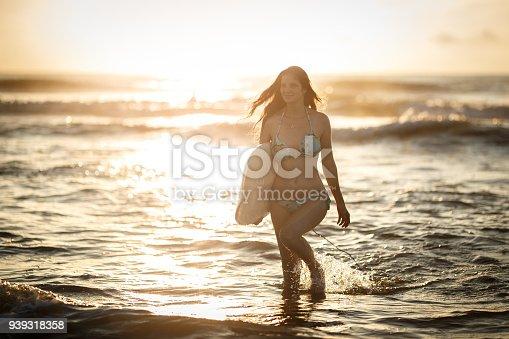 583830686istockphoto Surf girl at the beach 939318358